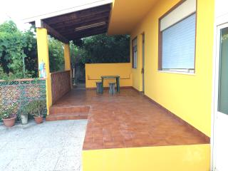 Cozy 3 bedroom Isola Vulcano Villa with A/C - Isola Vulcano vacation rentals