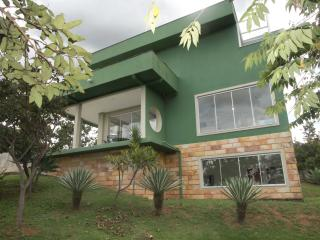 Adorable 5 bedroom Pirenopolis House with Parking - Pirenopolis vacation rentals