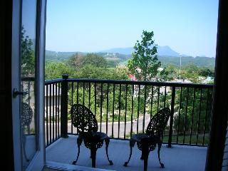 3BR Luxury condo on Parkway with hot tub and pools - Pigeon Forge vacation rentals