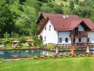Gallery of Mountains Holliday Home - Yasinya vacation rentals