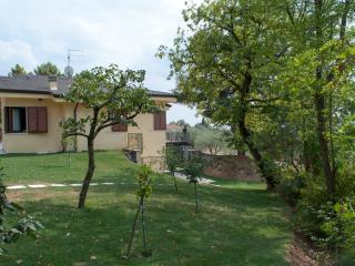 Cozy Villa in Bardolino with Hot Tub, sleeps 7 - Bardolino vacation rentals
