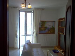 Appartamento nel Centro di Casanova Lerrone - Casanova Lerrone vacation rentals