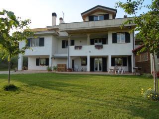 Casacricri a Giulianova a pochi Km dal mare - Giulianova vacation rentals