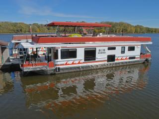 Houseboat Lodging on the Mississippi River - Lansing vacation rentals
