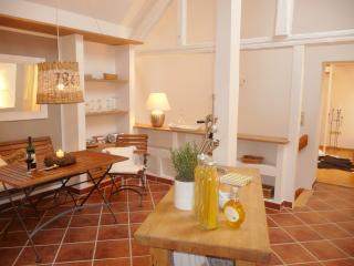Romantisches Hideaway für Zwei, Sauna, HotTub - Grunberg vacation rentals