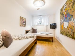2 bedroom Condo with Internet Access in Cologne - Cologne vacation rentals