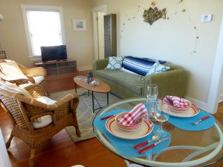 Lovely 1 bedroom Redondo Beach House with Dishwasher - Redondo Beach vacation rentals