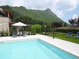 Beautiful 2 bedroom Apartment in Idro with Internet Access - Idro vacation rentals