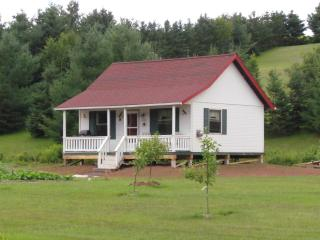 Beautiful 2 bedroom Cottage in Bonshaw with Internet Access - Bonshaw vacation rentals