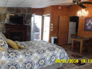 An exclusive & unique stay in the beautiful Ozarks - Omaha vacation rentals