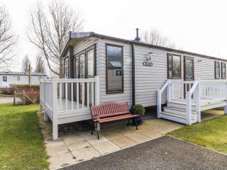 Hopton Birkdale 80018 - Idyllic position on park - Hopton on Sea vacation rentals
