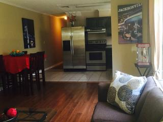 Cozy 2 Bd duplex 5 blocks from the Beach! - Jacksonville Beach vacation rentals