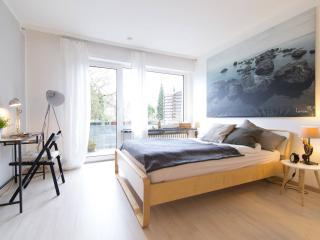 Sunny Apartment with Washing Machine and Long Term Rentals Allowed - Essen vacation rentals