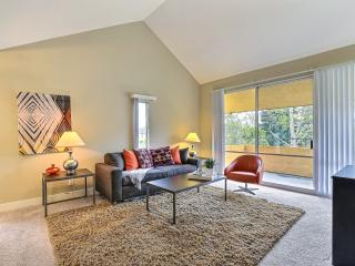Bright 2 bedroom Condo in Mountain View with Internet Access - Mountain View vacation rentals