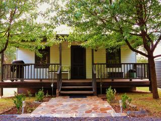 2 bedroom House with A/C in Hill End - Hill End vacation rentals