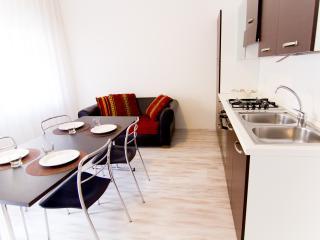 CasaMichela Appartamento da 2/4 pax, 150m dal mare - Caorle vacation rentals