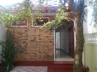 Romantic 1 bedroom Moratuwa House with Satellite Or Cable TV - Moratuwa vacation rentals