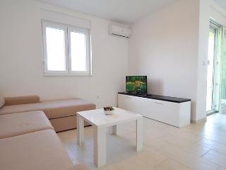 Sunny 1 bedroom Condo in Nin with Internet Access - Nin vacation rentals