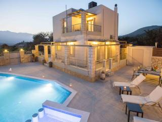 Modern 3bedroom villa with pool and privacy - Exopoli vacation rentals