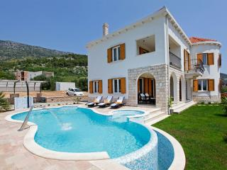 Charming Villa in Bol with Sauna, sleeps 8 - Bol vacation rentals