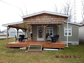 SHADY DECK LODGE BEAUTIFUL COTTAGE from SUN - SAT - Turkey Point vacation rentals