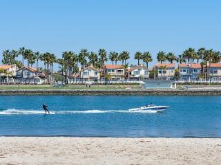 On the Alamitos Bay! Bay views, hot tub, and more! - Long Beach vacation rentals