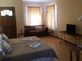 Lovely 1 bedroom Vacation Rental in Stellenbosch - Stellenbosch vacation rentals