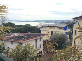 At The lake in Desenzano cozy elegant appartament - Desenzano Del Garda vacation rentals