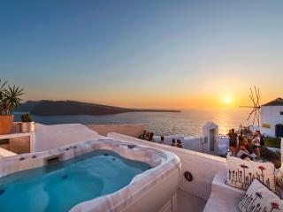 CanavaView at Sunset with Jacuzzi by Thireon - Oia vacation rentals