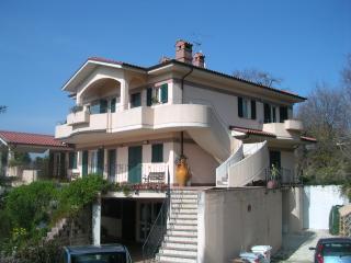 trilocale arredato con ampio giardino condominiale - Polverigi vacation rentals