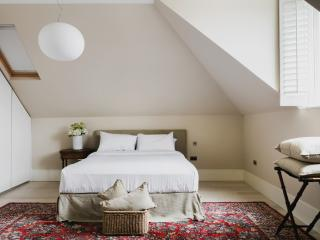 onefinestay - Priory Road apartment - London vacation rentals