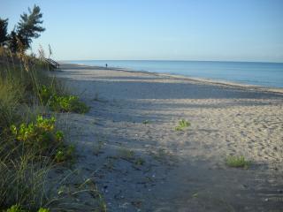 Beautiful Bay to Beach Home on Manasota Key - Manasota Key vacation rentals