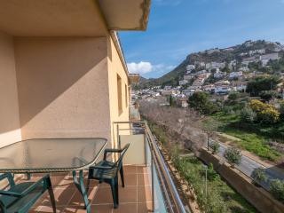 Bright 3 bedroom Condo in Roses with Dishwasher - Roses vacation rentals