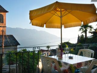 Charming 1 bedroom Condo in Oggebbio with Balcony - Oggebbio vacation rentals