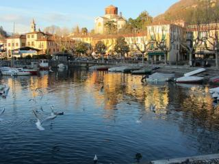 Beautiful Condo with Washing Machine and Satellite Or Cable TV - Laveno-Mombello vacation rentals
