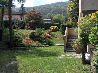 Charming 3 bedroom Apartment in Stresa with Garden - Stresa vacation rentals