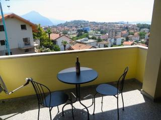 Nice Condo with Balcony and Water Views - Pallanza vacation rentals