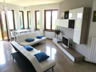 Lovely 2 bedroom Pallanza Apartment with Balcony - Pallanza vacation rentals