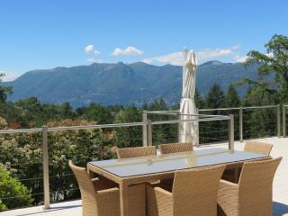 Lovely 3 bedroom Villa in Luino with Internet Access - Luino vacation rentals