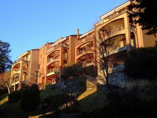 Bright 3 bedroom Apartment in Oggebbio with Shared Outdoor Pool - Oggebbio vacation rentals