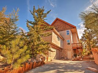 Outstanding 4BR Lake Arrowhead House w/Wifi, Private Decks, Fire Pit, Pool Table & Spectacular Views - Awesome Location! Minutes from the Lake, Skiing, Dining, Shopping & More! - Lake Arrowhead vacation rentals