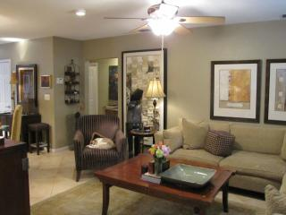 GRAF HILL HOUSE,3b/2b,Pool,Gardens,Walk to dining - Fort Lauderdale vacation rentals