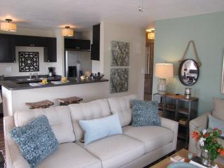 FIVE WILTON FLATS 2 bed/1 bath, pool, screen porch - Fort Lauderdale vacation rentals