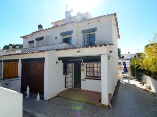 Comfortable 3 bedroom L'Escala House with Shared Outdoor Pool - L'Escala vacation rentals