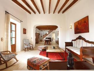 Beautiful Majorcan rural property from the 18th Century outside Felanitx - HM010HDV - Felanitx vacation rentals