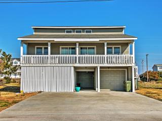 New Listing! Colorful 4BR Emerald Isle House w/Private Porch, Outdoor Shower & Picturesque Water Views - Just a 2-Minute Walk from the Beach! Minutes to Great Restaurants, Shopping & Much More! - Emerald Isle vacation rentals