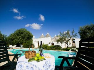 Trullo Carolina, Classic Collection, self catering with private pool in Puglia | Raro Villas - Locorotondo vacation rentals