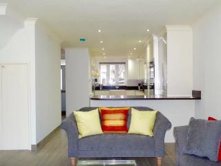 Beautiful Modern 3BD House Fulham - London vacation rentals