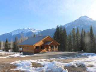 4 Bedroom Custom Log Home on 125 secluded acres - Golden vacation rentals