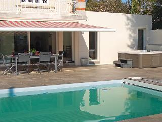 4 bedroom Villa in Royan, Poitou Charentes, France : ref 2097397 - Pontaillac vacation rentals